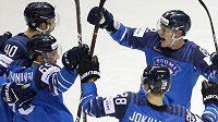 Finští hokejisté se radují z branky