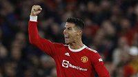 Cristiano Ronaldo z Manchesteru United se raduje poté, co rozhodl nepříznivě se vyvíjející zápas 3. kola Ligy mistrů proti Bergamu.