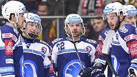 Budou se takto hokejisté Plzně radovat i v pátek večer z postupu do předkola play-off?