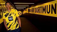 Fotbalisté Dortmundu získali z Birminghamu talentovaného sedmnáctiletého záložníka Judea Bellinghama.