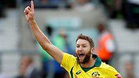 Australský kriketista Andrew Tye slaví v utkání proti reprezentaci Anglie. Ilustrační foto.