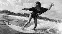 Surfařka Katherine Diazová na archivním snímku z roku 2017. Zdroj: Instagram @katherinecook7