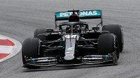 Obhájce titulu Lewis Hamilton zajel nejrychlejší čas v prvním pátečním tréninku na nedělní Velkou cenu Rakouska.