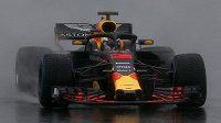 Australan Daniele Ricciardo na testech v Montmelu.