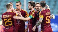 Fotbalisté Dukly Praha (zleva): Michal Bezpalec, Ivan Ostojič, Marek Hanousek, Filip Rada a Martin Jiránek oslavují vítězství nad Libercem.