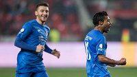 Carlos Azevedo z Baníku oslavuje gól, kterým svému týmu zařídil vedení 1:0 na hřišti Slavie.