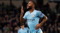 Raheem Sterling má důvod k radosti. Daří se mu na hřišti a jeho výkonům odpovídá i výše nového kontraktu s Manchesterem City.