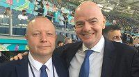 Předseda FAČR Petr Fousek (vlevo) s předsedou FIFA Giannim Infantinem na Olympijském stadionu v Římě před zahajovacím zápasem EURO 2020 Itálie – Turecko.