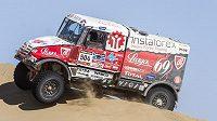 Aleš Loprais krotí s tatrou duny pouště Atacama v 10. etapě Rallye Dakar.