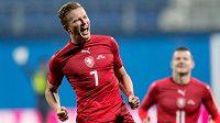 Český záložník Antonín Barák se raduje po vstřeleném gólu do sítě Dánska.