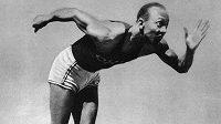 Jesse Owens ve svém hvězdném roce 1936 v Berlíně.