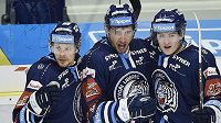 Zleva Dávid Gríger, Jaroslav Vlach a Adam Najman se radují z prvního gólu Liberce.