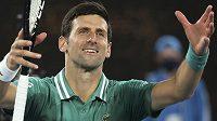 Novak Djokovič slaví postup do druhého kola