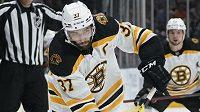 Hokejový útočník Patrice Bergeron z Bostonu získal Mark Messier NHL Leadership Award.