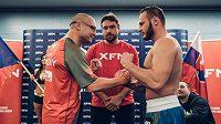 Lukáš Konečný (vlevo) se vrací po téměř pět letech do ringu, aby ve vyprodané O2 areně seknul slovenského bijce Matuše Babiaka. Bude tomu tak?
