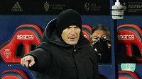 Trenér Zinédine Zidane uděluje pokyny svým svěřencům v utkání 3. kola Španělského poháru proti Alcoyanu.