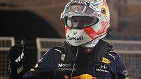 Max Verstappen ze stáje Red Bull slaví vítězství v kvalifikaci na Velkou cenu Bahrajnu.
