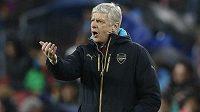 Arséne Wenger zřejmě zůstane na lavičce Kanonýrů i v dalších letech.