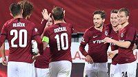 Fotbalisté Sparty se radují z branky do sítě Slovácka