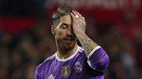 Sergio Ramos z Realu při ligovém utkání v Seville.
