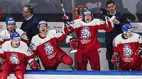 Čeští hokejisté během zápasu MS s Ruskem