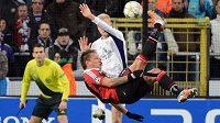 Šmik! Philippe Mexes z AC Milán střihl proti Anderlechtu parádní gól nůžkami.