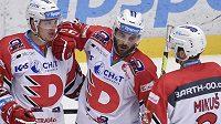 Hráči Pardubic se radují z prvního gólu. Zleva autor gbranky Matej Paulovič, Robert Kousal a Juraj Mikuš.