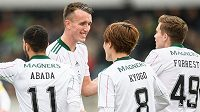 Fotbalisté Celticu Liel Abada, David Turnbull, Kyogo Furuhashi a James Forrest oslavují gól