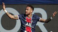 Co zas já? Jakoby se ptal Neymar. V zápase s Lille byl pěkně frustrovaný.