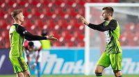 Fotbalisté Mladé Boleslavi Petr Mareš (vlevo) a Nikolaj Komličenko oslavují gól proti Slavii.