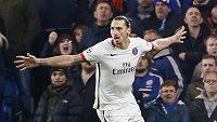 Zlatan Ibrahimovic Z PSG oslavuje vítězný gól, který dal proti Chelsea v odvetě osmifinále LM.