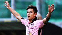 Paulo Dybala, argentinský drahokam, by měl v Juventusu časem nahradit Carlose Téveze.