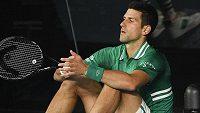 Novak Djokovič přemýšlí nad dalším průběhem zápasu s Alexanderem Zverevem