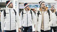 Hokejisté (zleva): Jan Kolář, Tomáš Zohorna, Jakub Nakládal, Michal Jordán a Tomáš Kundrátek během odletu na ZOH 2018 do jihokorejského Pchjongčchangu.