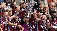 Aston Villa slaví postup do Premier League.
