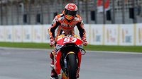 Motocyklový šampion Márquez je po operaci ramene
