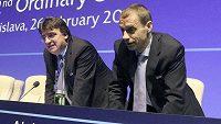Zleva generální sekretář UEFA Theodore Theodoridis a prezident Aleksander Čeferin.