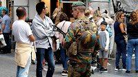 V centru Bruselu patrolují plně vyzbrojení vojáci.