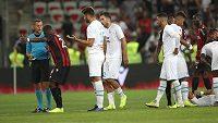 Středeční utkání třetího kola francouzské ligy mezi fotbalisty Nice a Marseille bylo kvůli homofobním transparentům přerušeno