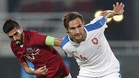 Český obránce Stefan Simič (vpravo) odchází z AC Milán
