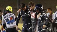 Velká cena Bahrajnu formule 1 byla krátce po startu přerušena po hrozivé nehodě Romaina Grosjeana.