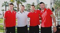 Upsali se pod kyperskými palmami... Zleva Tomáš Wágner, manažer Pavel Kuka, Marián Čišovský a Matúš Kozáčik.