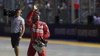 Je to tam. Kvalifikaci na Velkou cenu Singapuru formule 1 vyhrál Sebastian Vettel z Ferrari.
