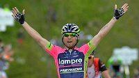 Diego Ulissi se raduje z vítězství v horské etapě.