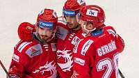 Hráči Třince se radují, zleva Filip Zadina, Matěj Stránský a Martin Gernát.