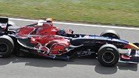 Pilot Ingo Gerstl s vozem Toro Rosso v Brně.