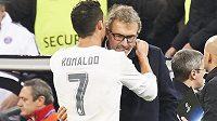 Co to šeptal Cristiano Ronaldo do ucha trenérovi Laurentu Blancovi po utkání Ligy mistrů? Sejdou se oba v PSG?
