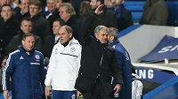 Trenér Chelsea José Mourinho se během zápasu s West Hamem nejednou rozčiloval.