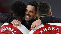 Kluci, jdeme na Slavii, jako by hlásil kouč Arsenalu Mikel Arteta svým hráčům.