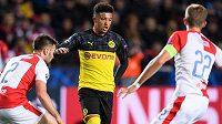 David Hovorka Jadon Sancho z Dortmundu během utkání základní skupiny Ligy mistrů, Slavia Praha - Borussia Dortmund